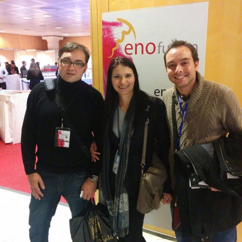 """Arhamis junto a la sumiller Dobrinka Veselinova y Jose Fernando Buitrón del blog """"El Emparrao"""""""